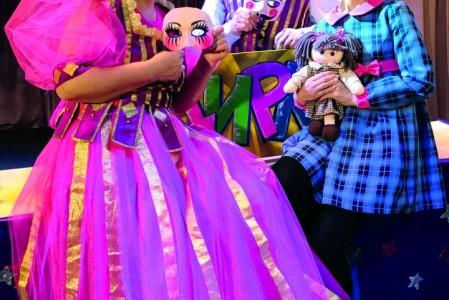 Ольга Науменко (слева), Михаил Будилов и Ольга Чубатова в спектакле «Зимовье зверей»